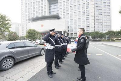市千亿国际亚洲官网总公司领导春节前夕慰问一...